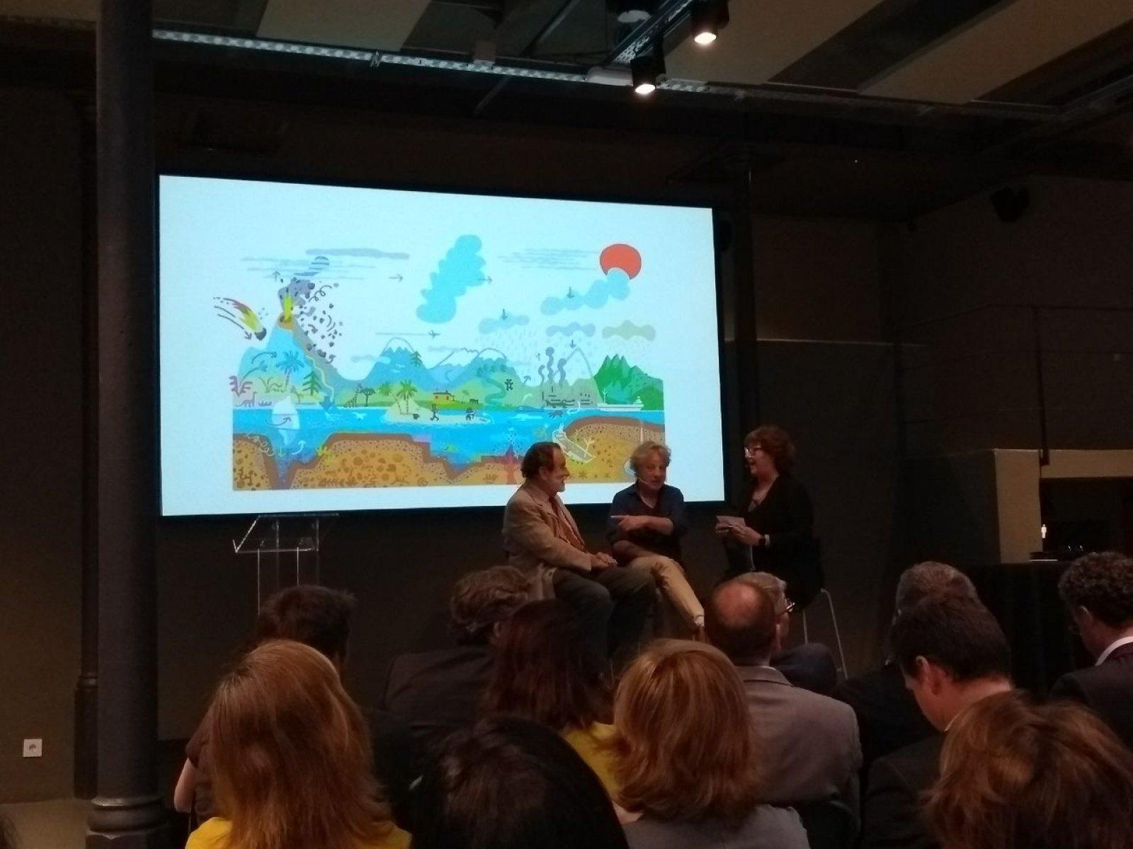 Folch, Mariscal i Viza durant la presentació d'Em dic Aigua!