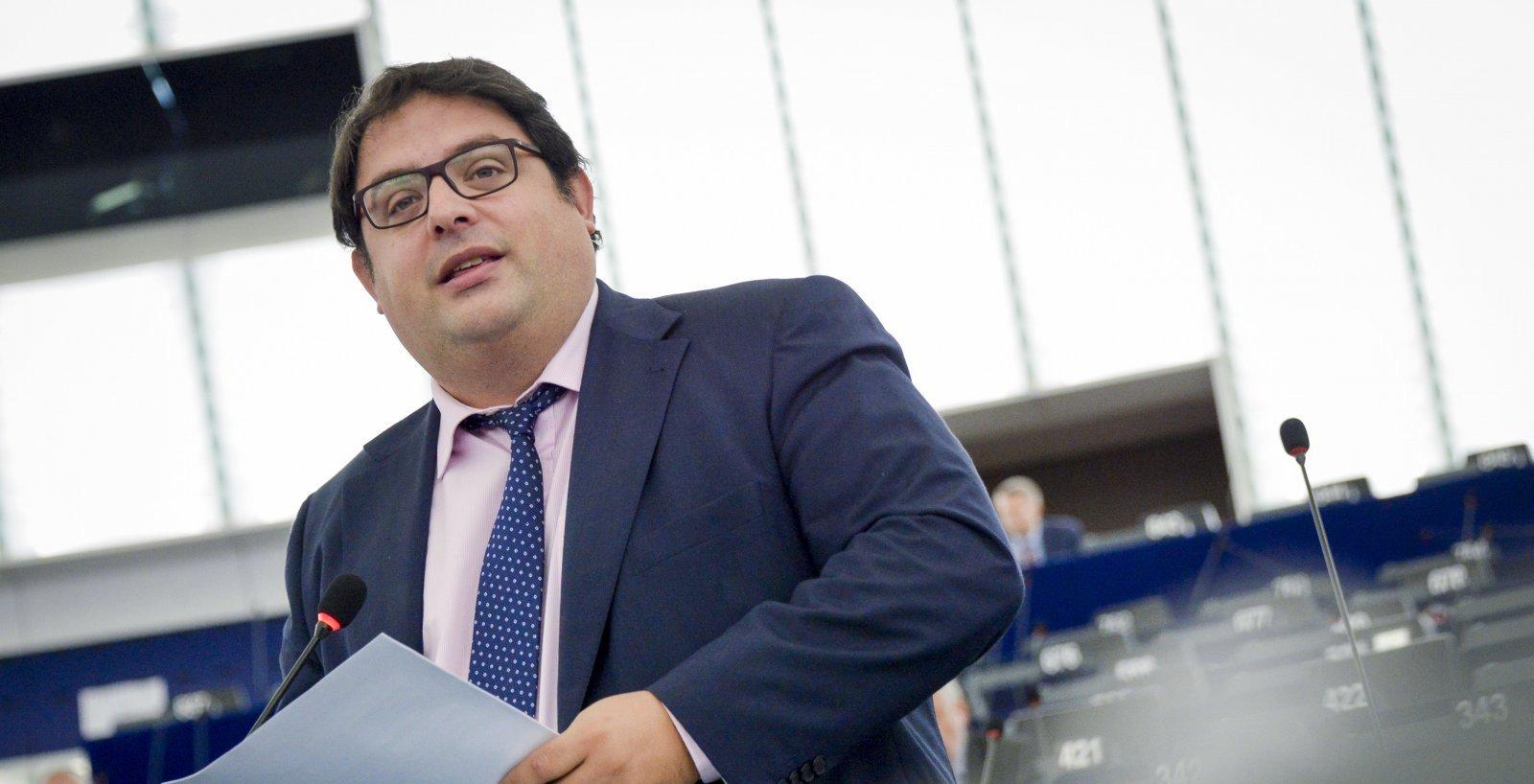 L'eurodiputat Francesc Gambús en sessió parlamentària