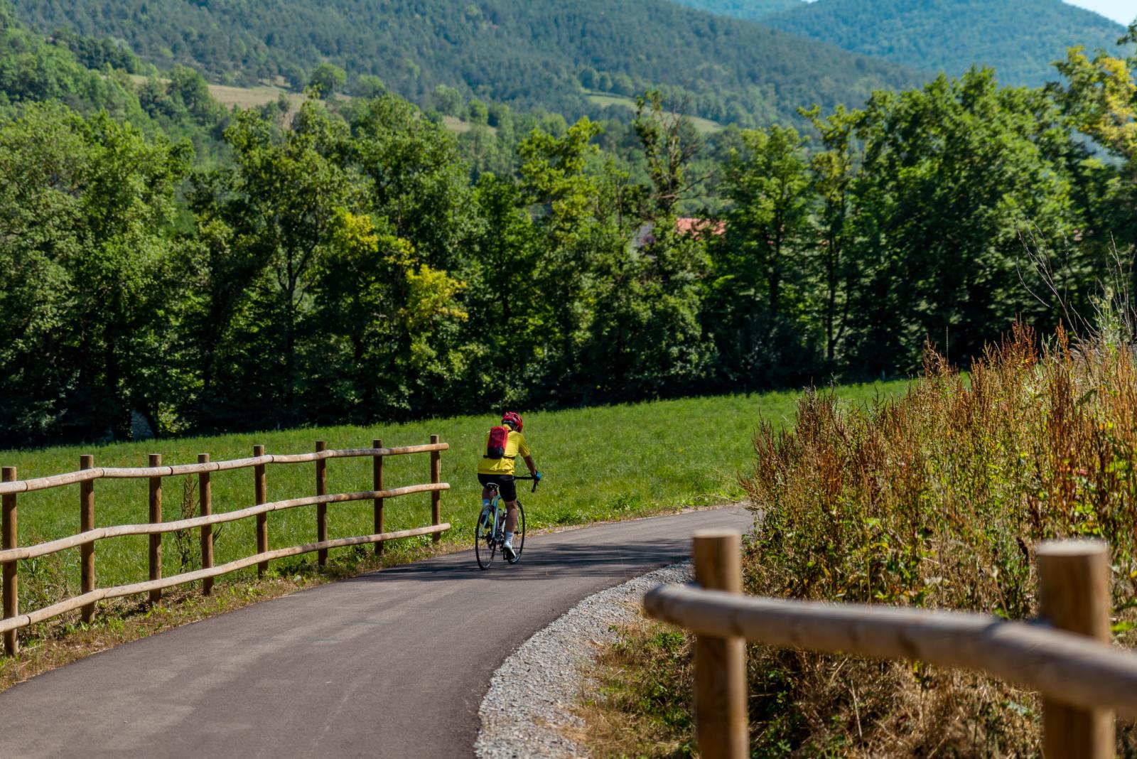 El cicloturisme és una activitat turística sostenible i amb un gran impacte en l'economia de les zones rurals
