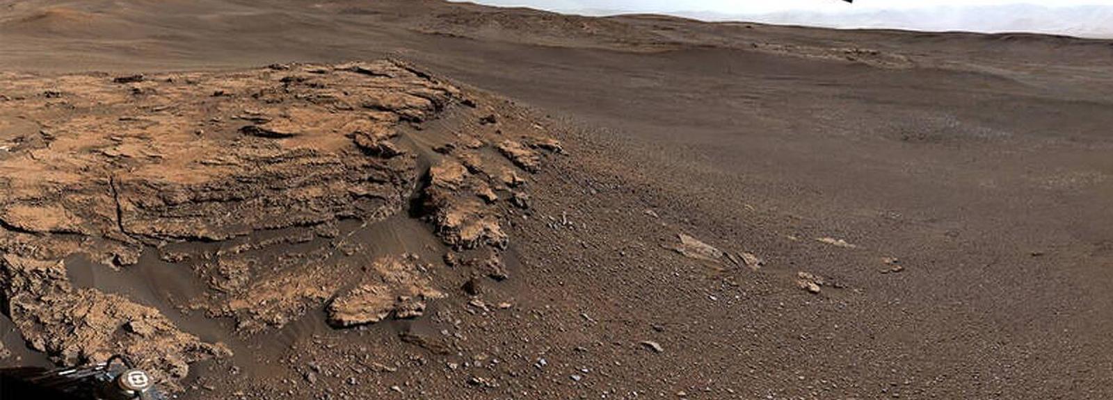 Teal Ridge (Mart) des de la càmera superior del vehicle d'exploració Curiosity