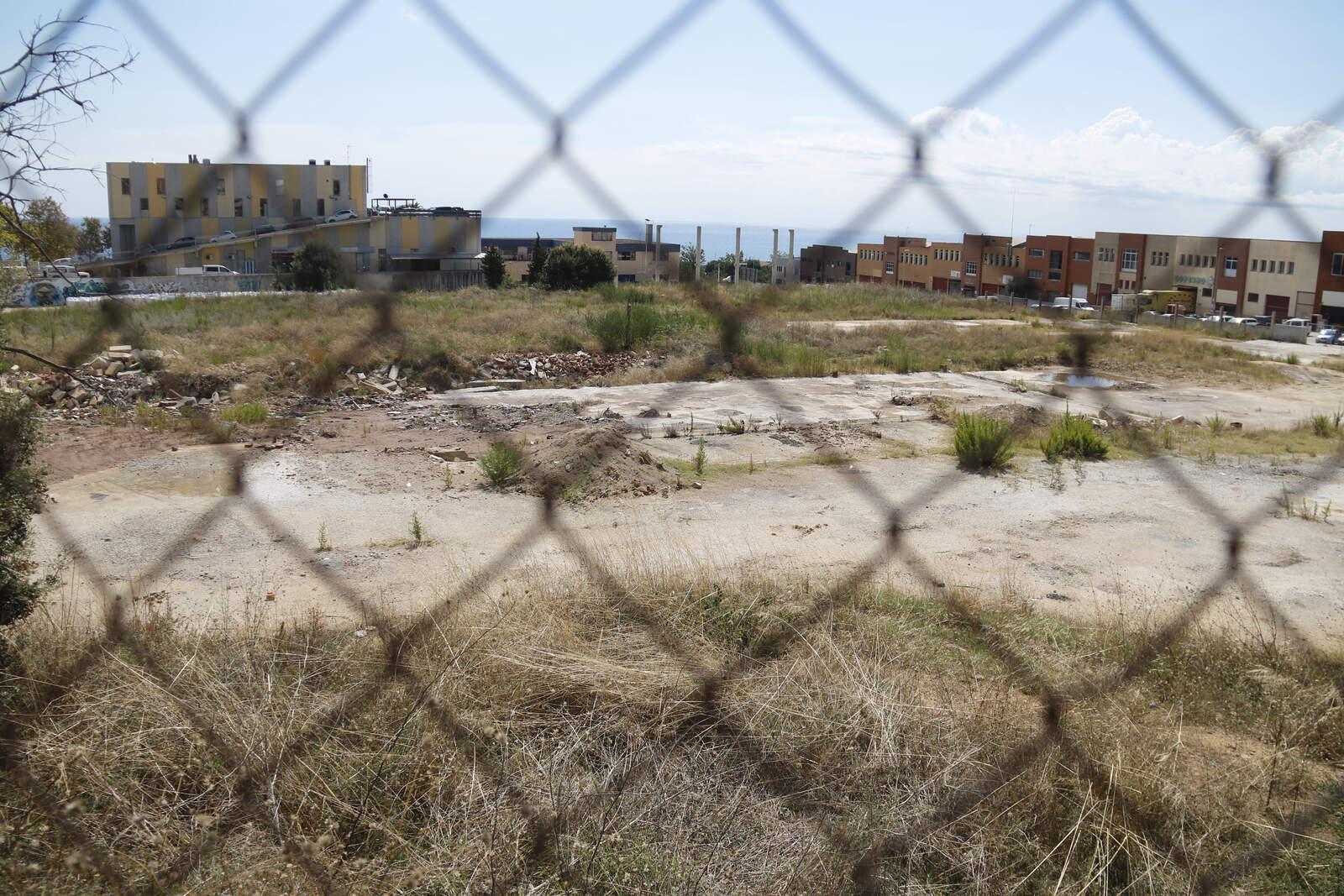 El solar on s'ha de construir el parc d'economia circular de Mataró