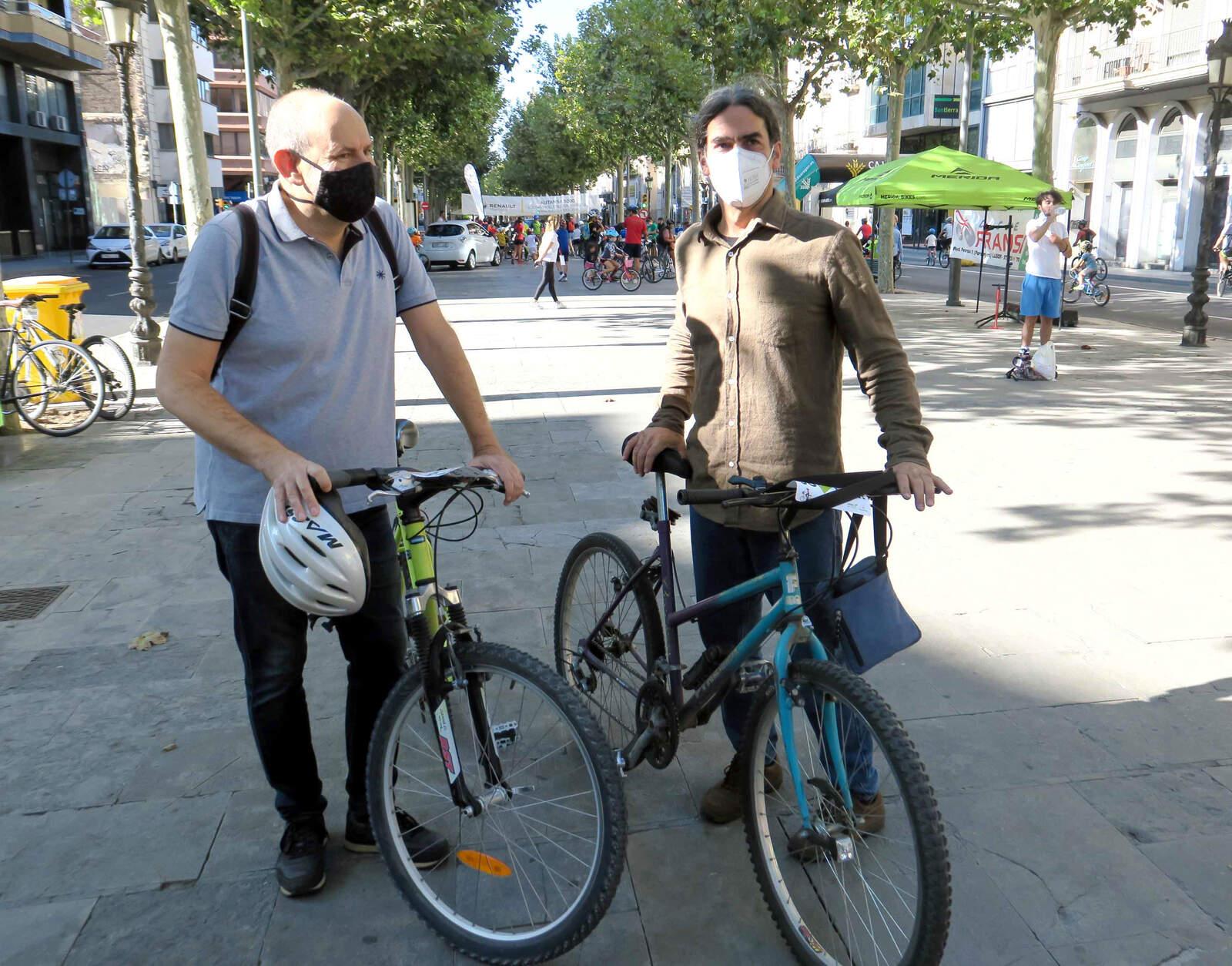 Els regidors Jaume Rutllant i Sergi Talamonte, a la Pedalada popular a Lleida en motiu de la Setmana de la Mobilitat Sostenible