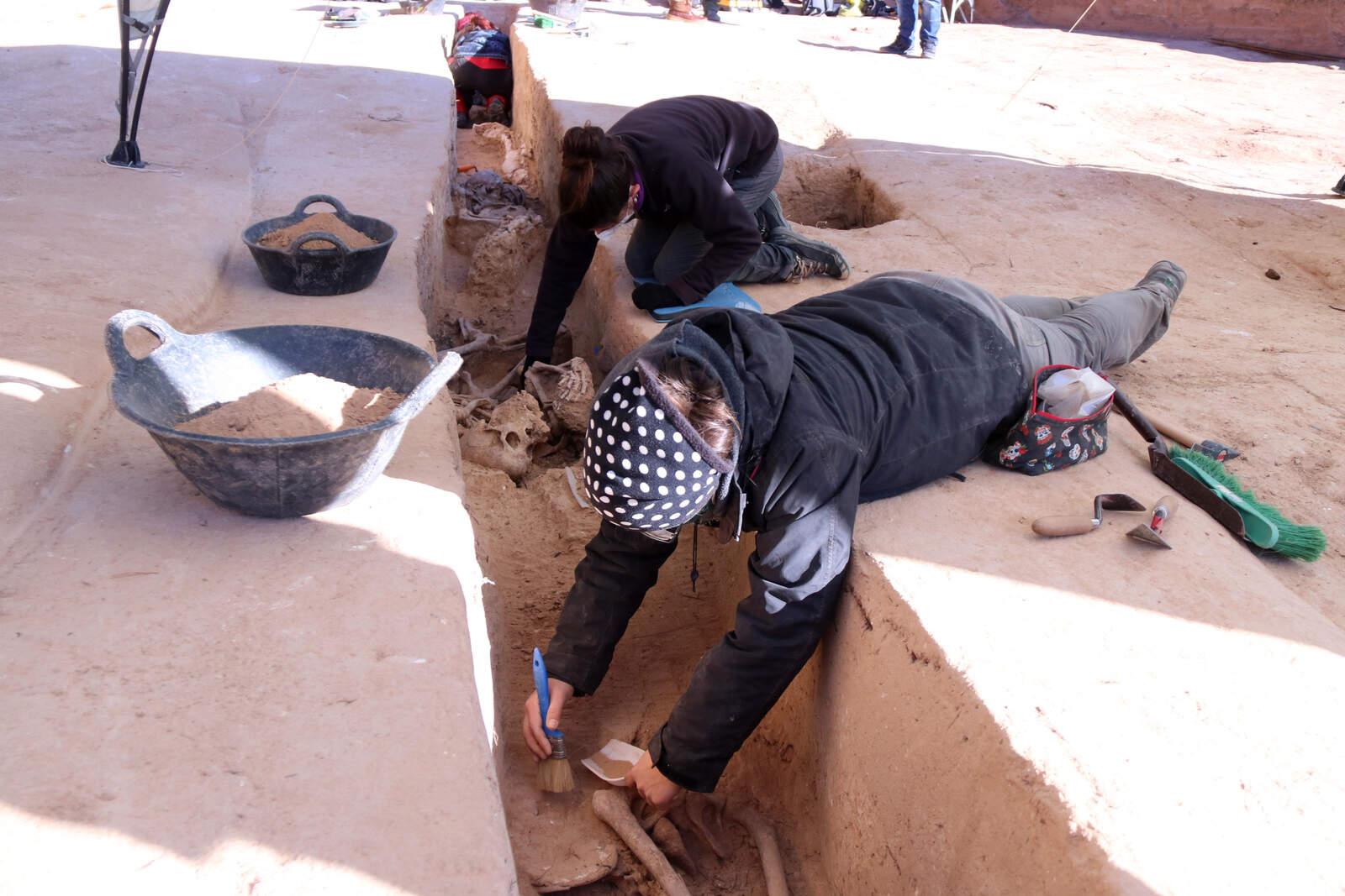 Excavació a les fosses de la Guerra Civil trobades a Móra d'Ebre