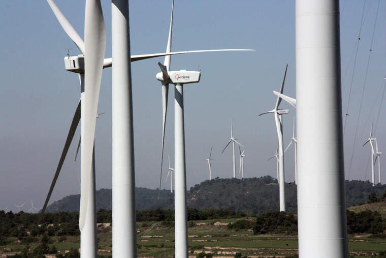 Molins de vent del parc eòlic de la Serra del Tallat, al límit entre Tarragona i Lleida. ACN    ACN