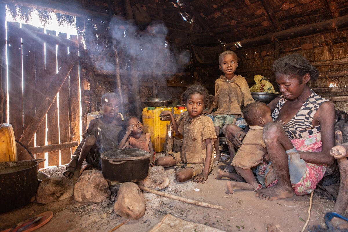 Una de les moltes famílies afectades per la fam a Madagascar   Programa Mundial d'Aliments