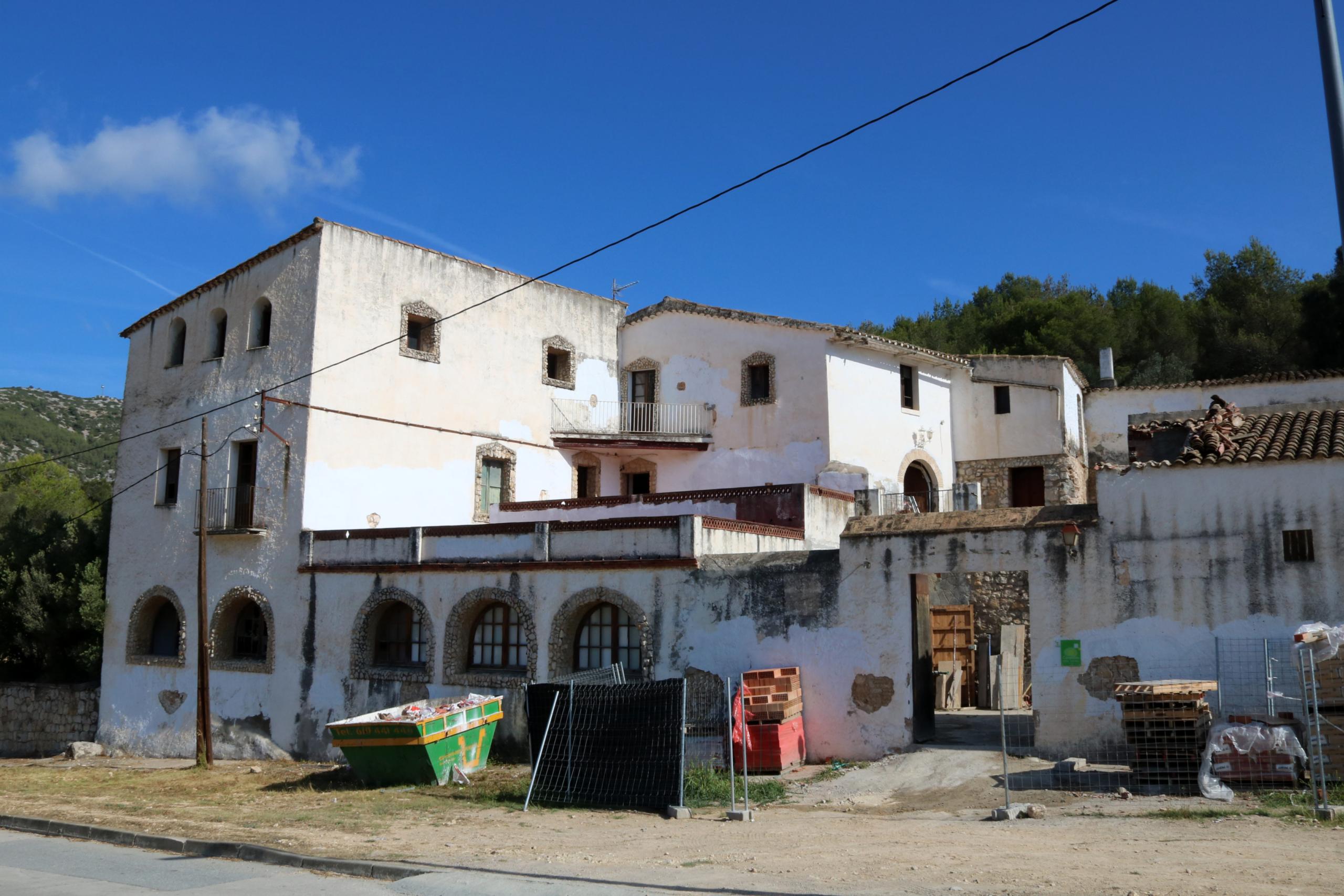 La masia Can Ferrer de Llacunalba de Canyelles, del segle XVIII, en obres per convertir-ho en un centre d'estudis de la natura   ACN