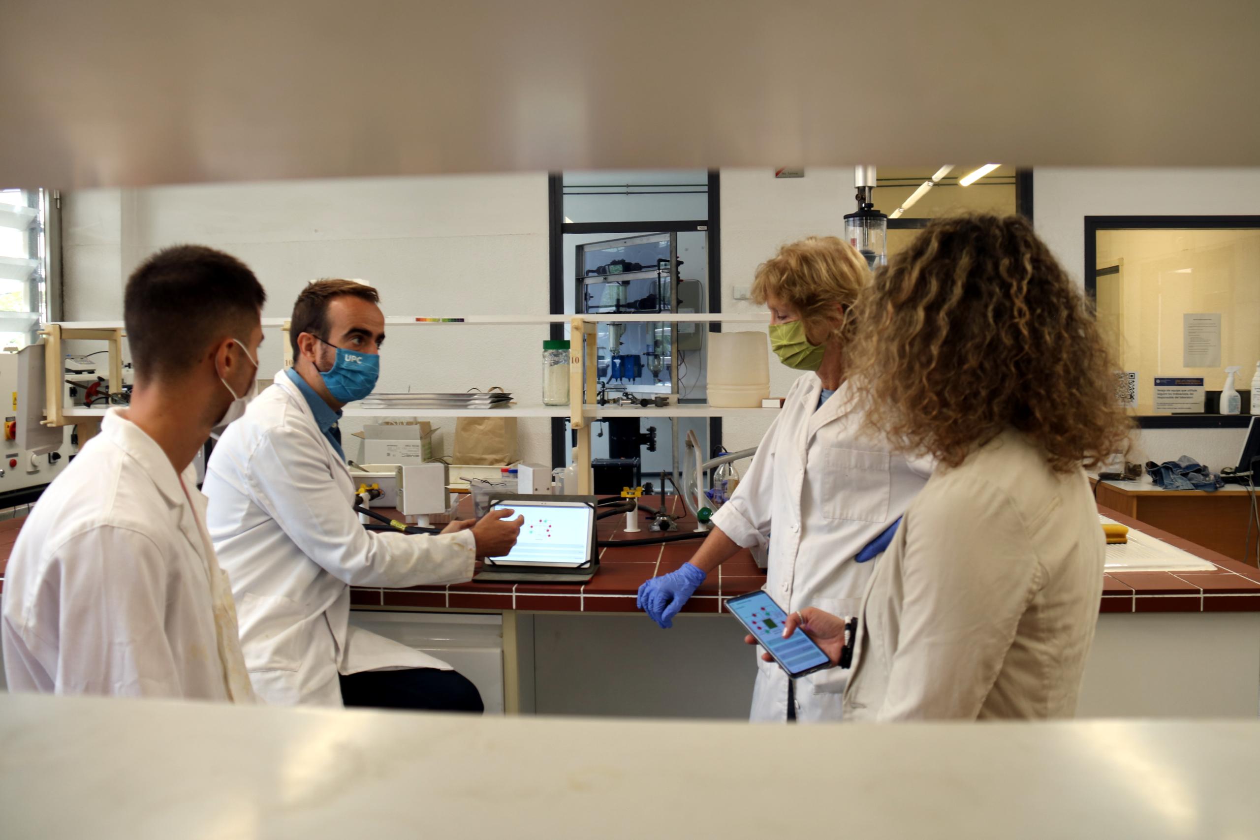 Una part de l'equip d'investigadors al laboratori de la UPC Manresa   ACN